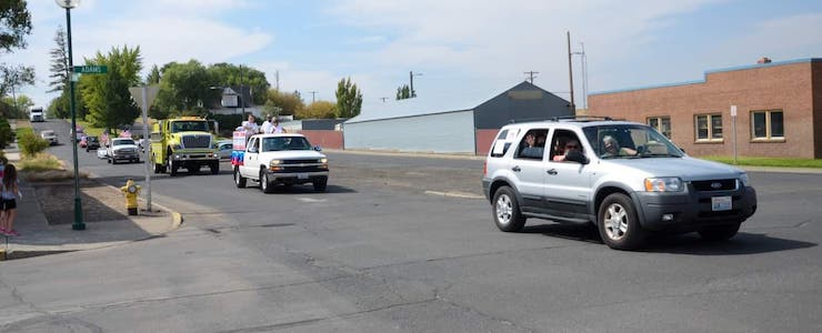 Informing Families car leading parade through a pandemic in Ritzville WA.